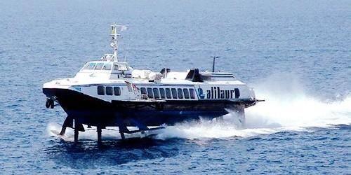 Des hydroglisseurs sillonnent la côte napolitaine toute l'année.
