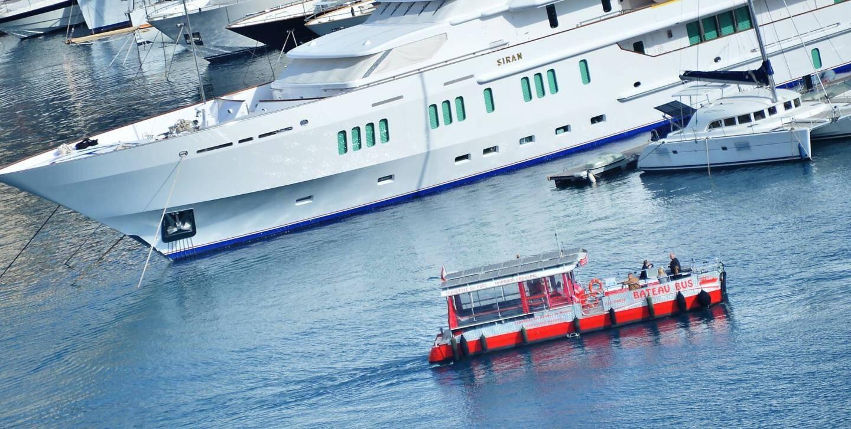 Le bateau-bus de Monaco transporte environ 115.000 passagers par an d un bout à l autre du port.