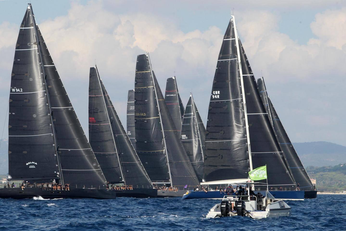 L'armada des seize Wally, façon All Blacks, impressionnante au large de Pampelonne.