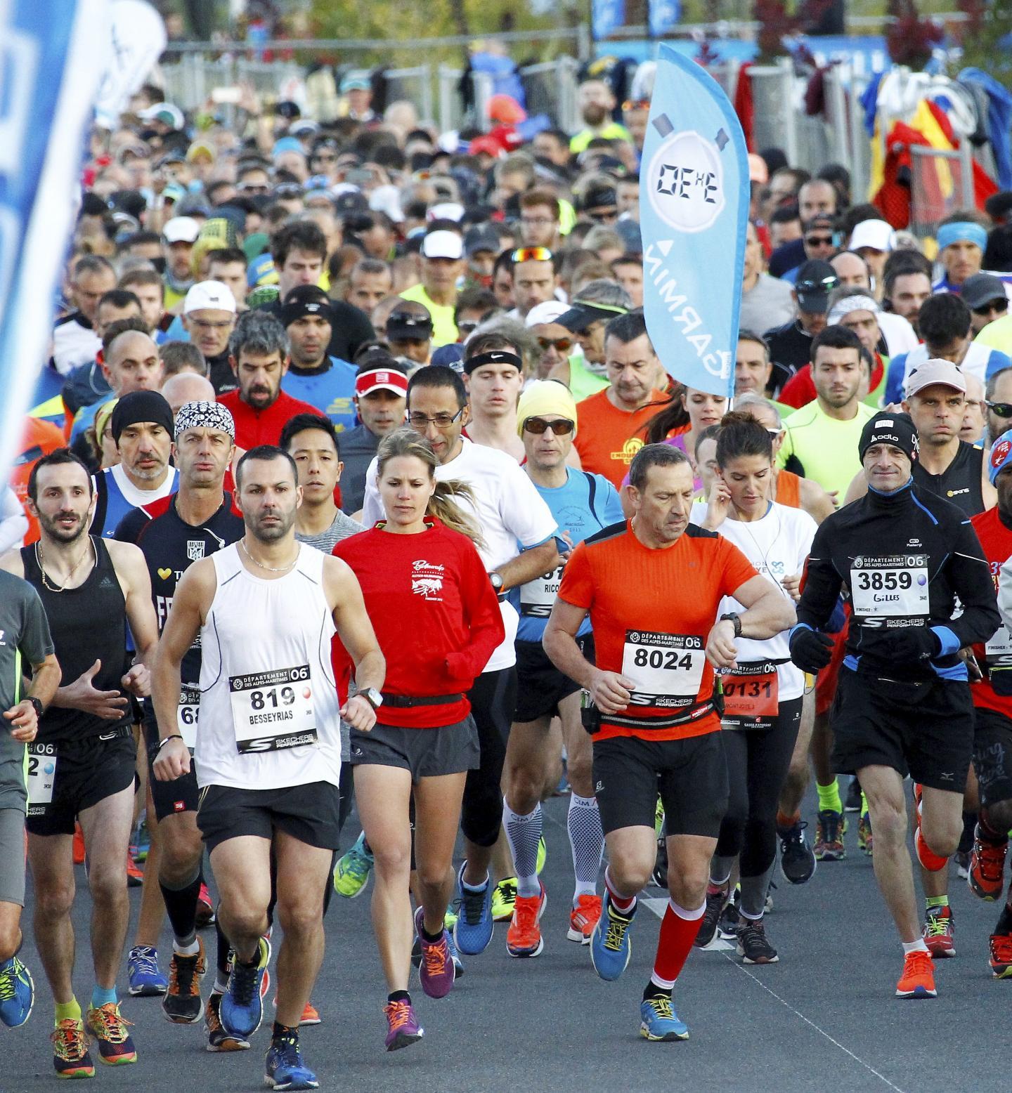 Les coureurs au départ de l'Allianz Riviera ce dimanche matin.