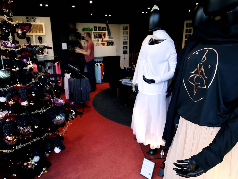 Des vêtements de danse qu'on utilisera avec plaisir en tenue d'intérieur avec la griffe «BMC», comme «Ballets de Monte-Carlo» de Karl Lagerfeld, un must.
