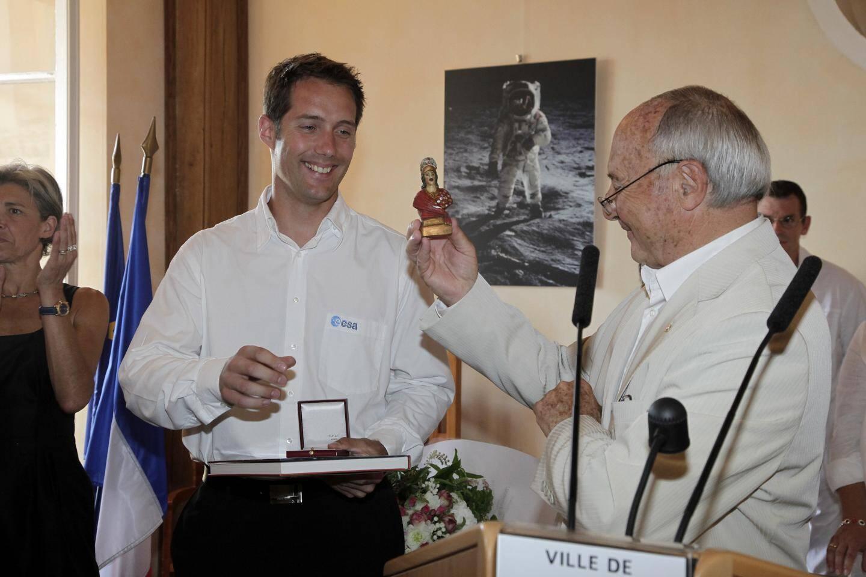 La statuette de Saint-Tropez remise l'été 2009  est-elle du voyage ?