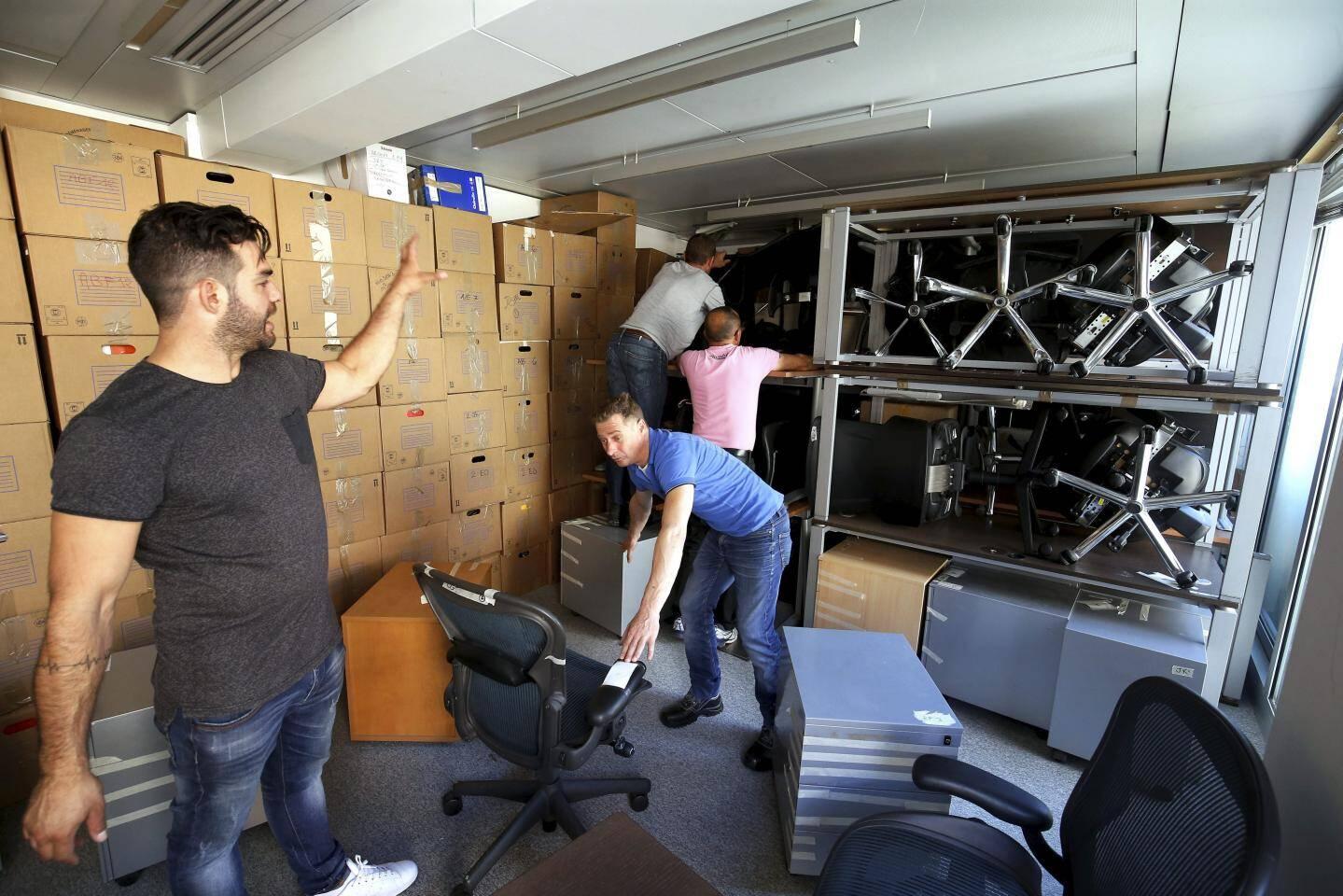 La plus grosse partie du mobilier est entassée ici.
