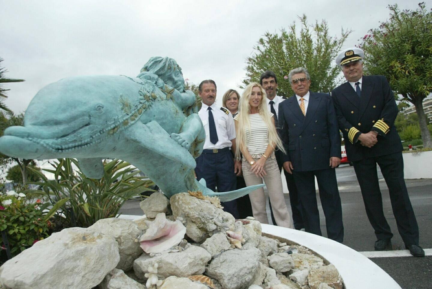 En 2009, Amaryllis Bataille inaugure son  œuvre à l'entrée du port Gallice.