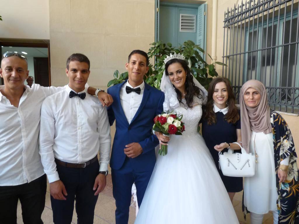 Hassine Mahjoub, serveur, et Camélia Berrabah, secrétaire polyvalente.