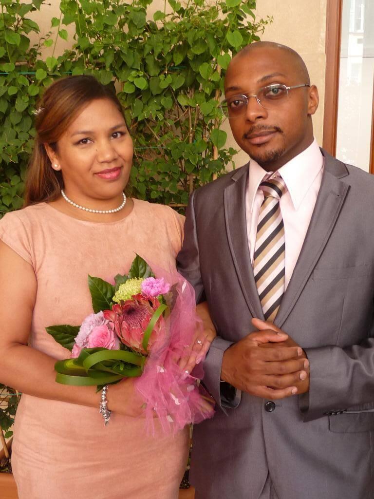 Cynthia Razafimbelo, chargée de clientèle, et Chakour Abdallah Ali, auxiliaire de puériculture.