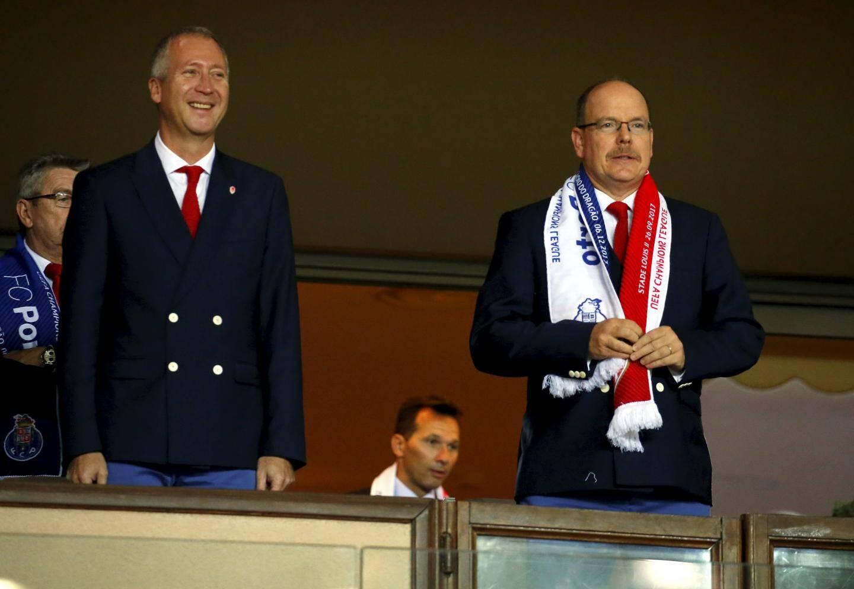 Le prince Albert II, ici aux côtés du vice-président du club Vadim Vasilyev, a dû passer une bien mauvaise soirée. A noter que le président de l'AS Monaco Dmitri Rybolovlev n'était pas dans les tribunes, mardi soir.