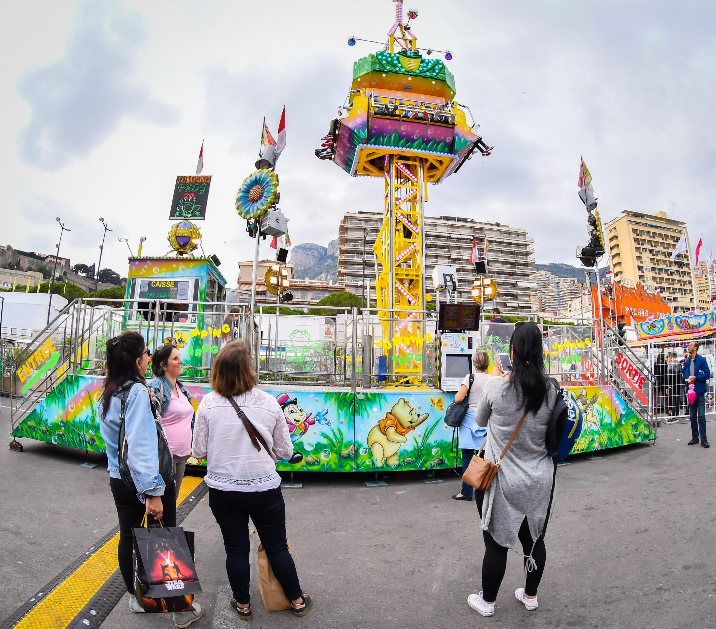 Le top 5 des attractions de la fête foraine de Monaco 2017.
