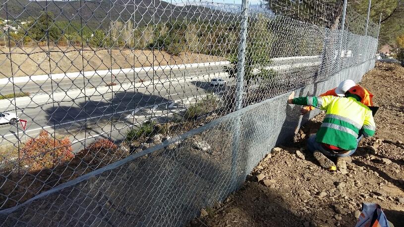 Les travaux se font en bordure de l'autoroute A8