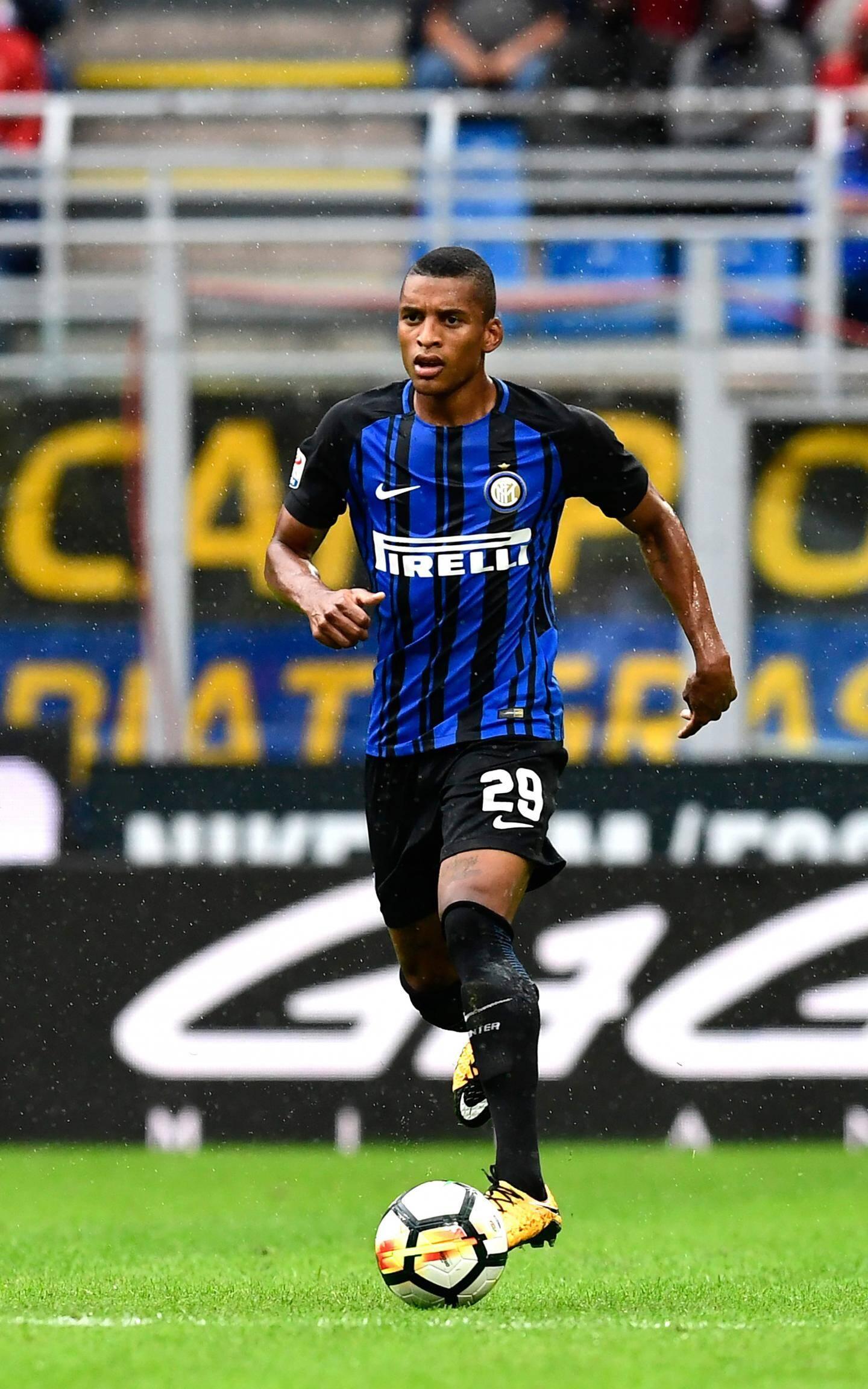 Henrique Dalbert évolue sous le maillot de l'Inter Milan.