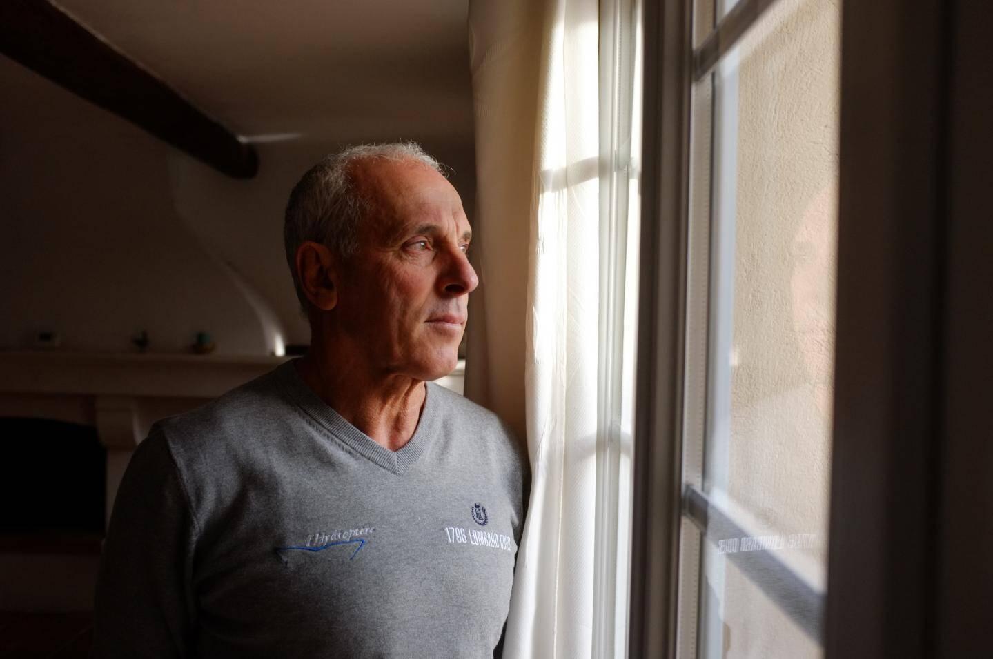 """Aujourd'hui retraité mais toujours passionné de voile, Gérard Navarin garde au sujet de son compère Alain Thébault le souvenir d'un """"homme attachant mais très dur à suivre"""""""