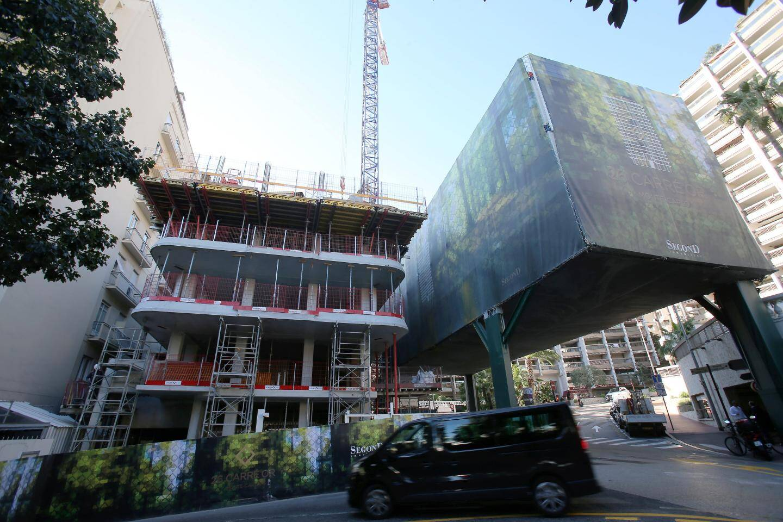Le projet en construction à l'angle des avenues Princesse-Alice et de la Costa.