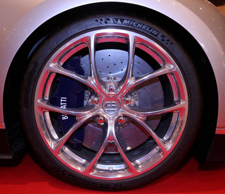 Les pneumatiques ont été étudiés à la fois pour une conduite classique et extrêmement rapide.