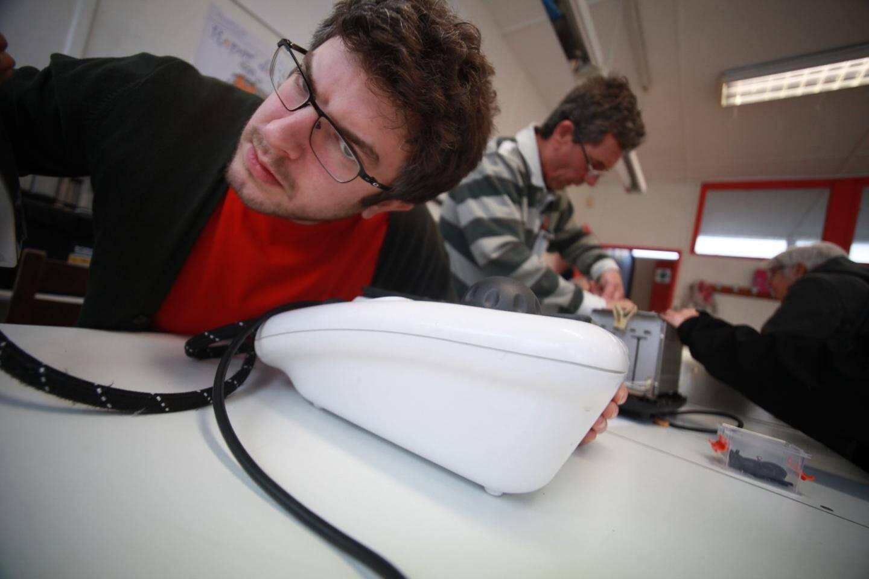 Passionné de mécanique et d'informatique, Paul a appris à murmurer à l'oreille des appareils électroménagers...