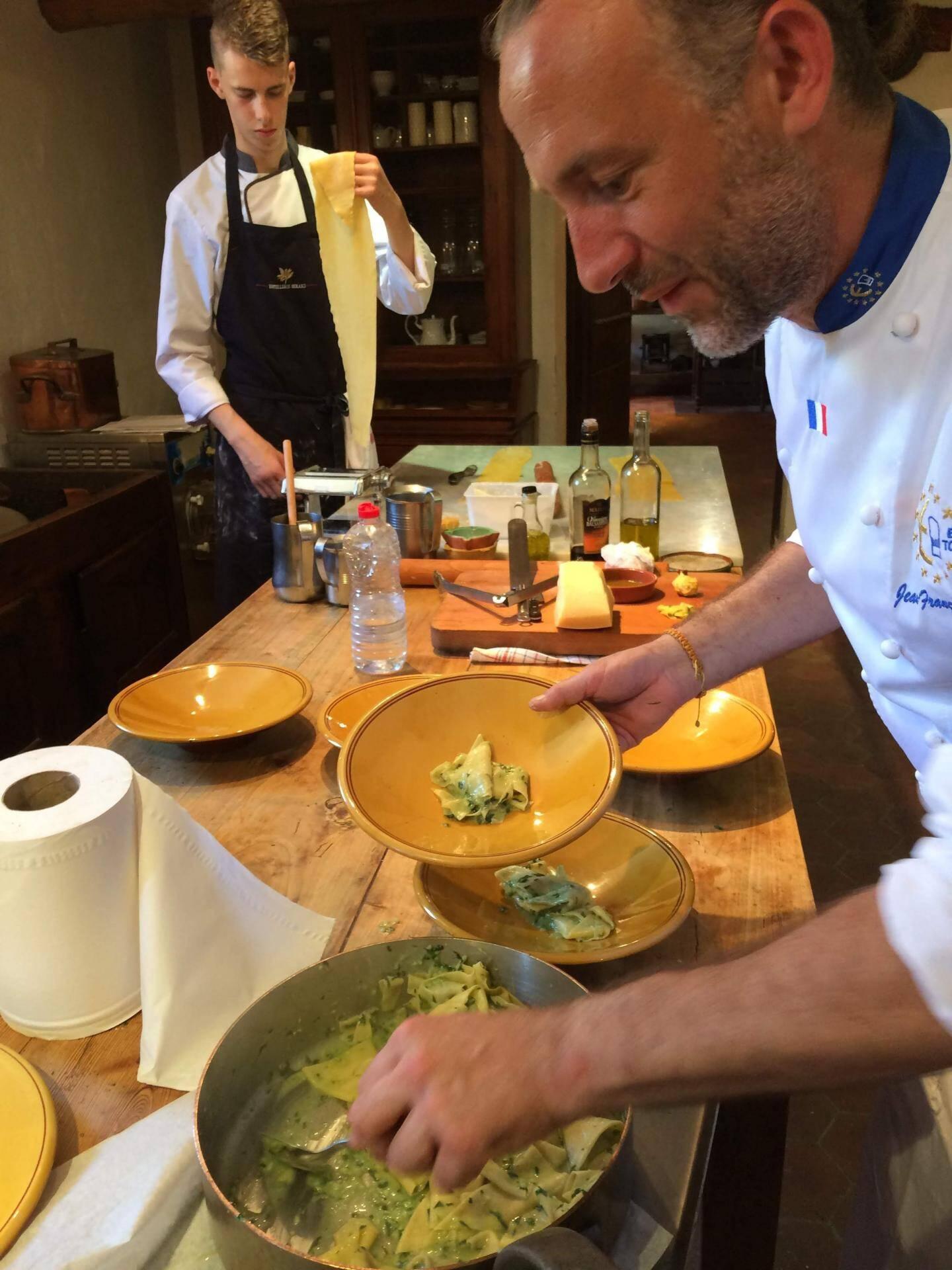 ... que le chef étoilé Jean-François Bérard dresse délicatement dans les assiettes. Miam!