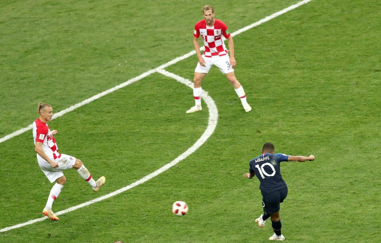 Hernandez vient de servir Mbappé dont le tir laissera à nouveau le gardien croate impuissant.