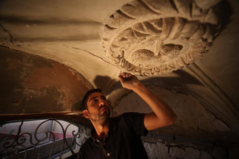 """Pour Angelo, restaurateur en peinture murale, """"il faut être méthodique et très habile""""."""