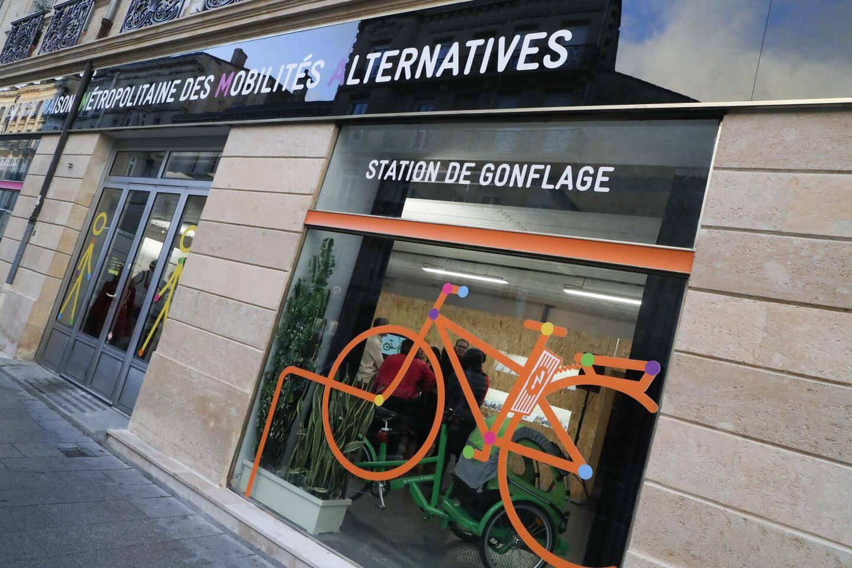 Dans les maisons des mobilités alternatives: conseils, prêts, cours de remise en selle sont proposés aux habitants.