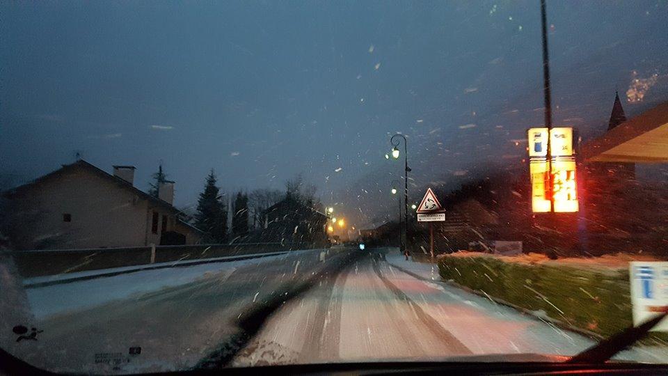 De la neige à Isola Village.