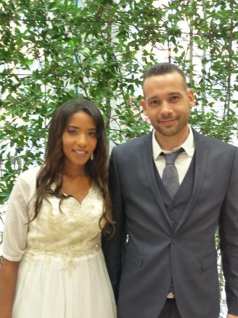 Naima Charef, agent de sureté aéroportuaire, et Alexandre Fauvel, vendeur.