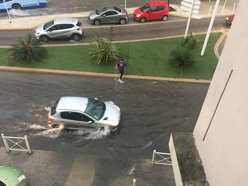 Inondation à proximité de la bretelle de l'autoroute A50, à l'ouest de la ville.
