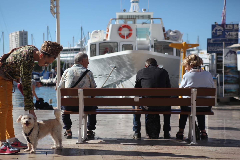 A Toulon, il ne reste plus que cinq bancs publics entre le port et la basse ville.