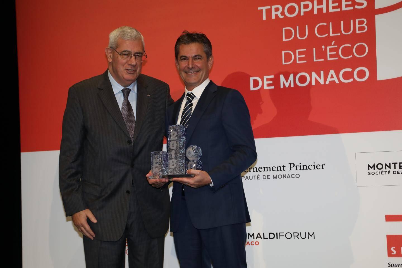 Pierre Batsalle a reçu le trophée des mains d'Henri Fissore (Grimaldi Forum).