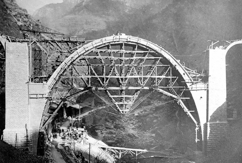 Lors de la construction de l'impressionnant viaduc de Scarassoui.