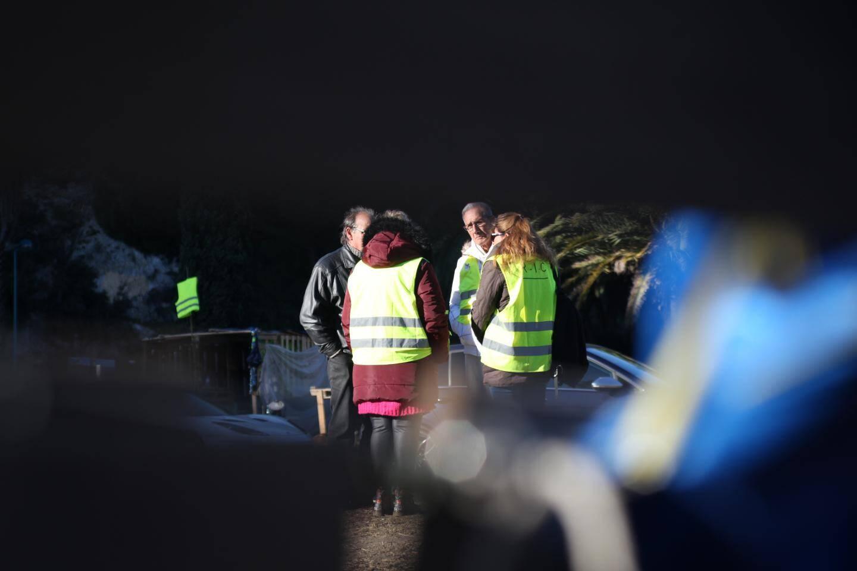 Les Gilets Jaunes continuent de se relayer sur le campement du rond-point de Bandol.