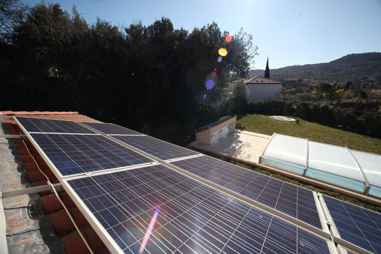 """Jean-Pierre a installé 15 m2 de panneaux photovoltaïques sur sa toiture, """"à 30°, pour avoir une meilleure production""""."""