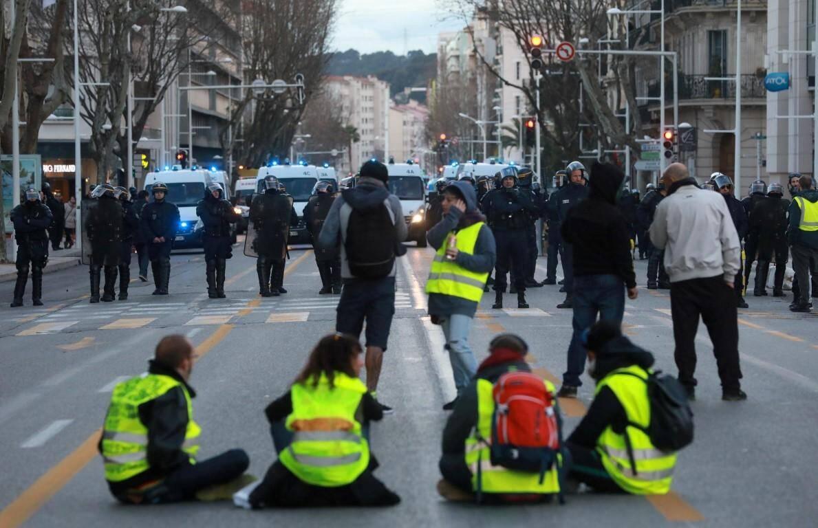 Sit-in devant à proximité de la place de la Liberté.