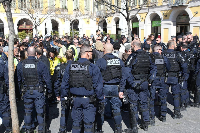 Les manifestant encerclés place Garibaldi