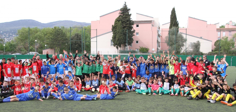Ils étaient hier près de cent cinquante jeunes footballeurs des catégories U12 et U13, au stade Yvon-Chiletti du Plan-de-Grasse.