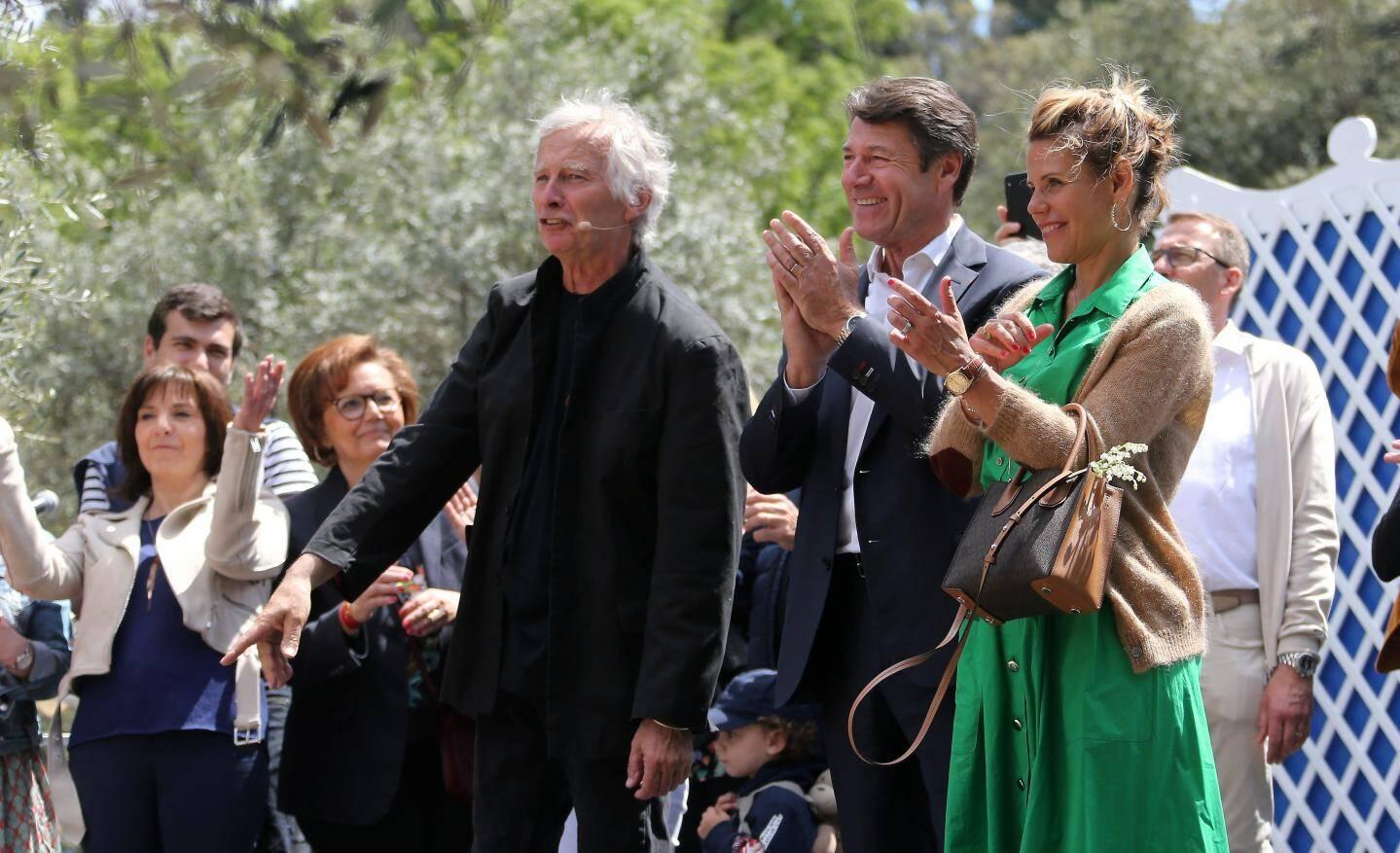 Accompagné de son épouse Laura, Christian Estrosi, ci-dessus aux côtés de Michel Bianco du Corou de Berra, a inauguré le festin des Mai.
