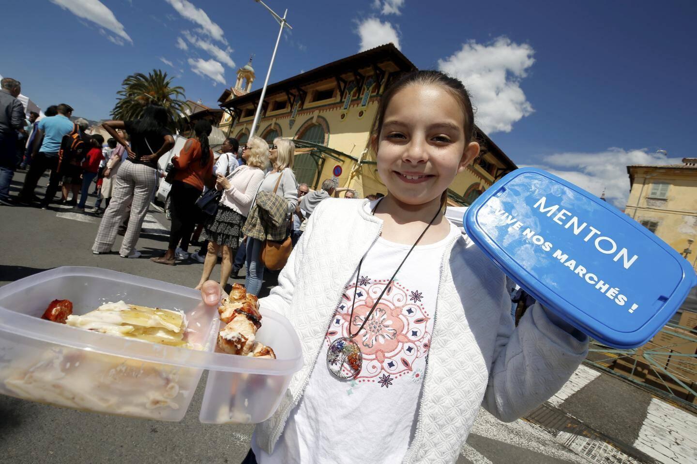 Pour le déjeuner, la ville avait mis à disposition des lunch box pour composer son repas avec les produits du marché.