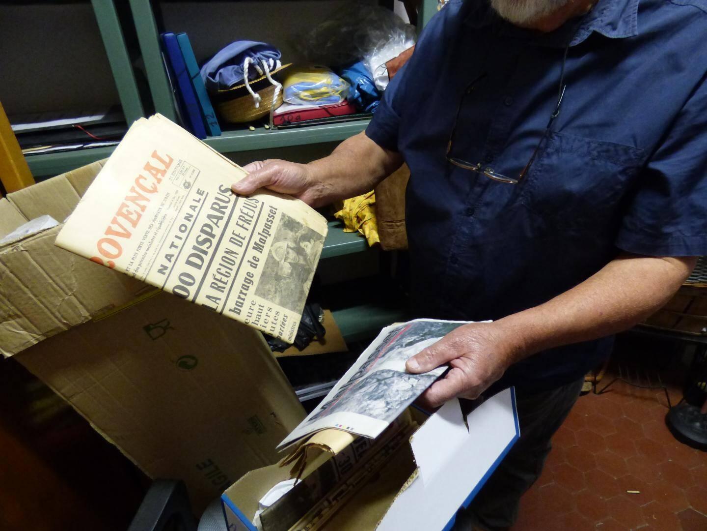 Des cartons entiers remplis de journaux. Ici ceux relatant la catastophe de Malpasset.