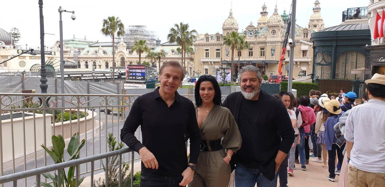 Luciana de Montigny, entourée par l'artiste Marcos Marin et l'homme d'affaires Luis Alberto Sadalla