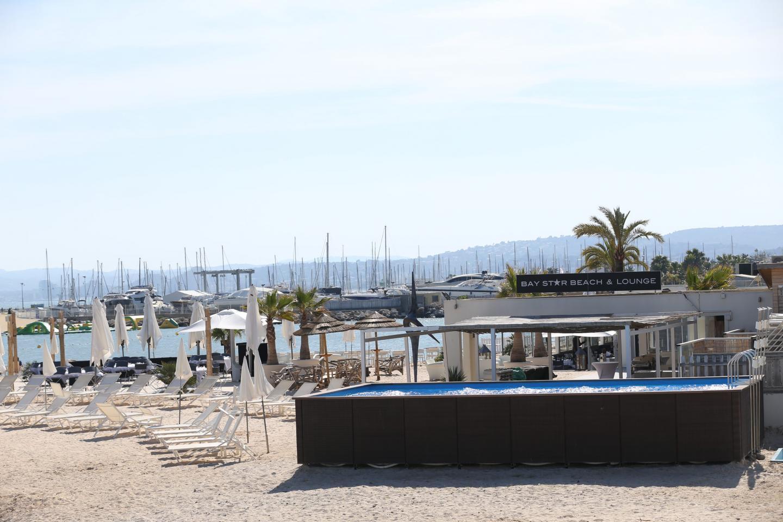 Au Bay Star Beach, le sable est chaud et la piscine est fraîche!
