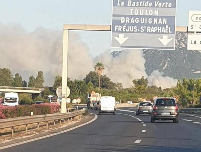 L'Incendie était visible depuis l A57.