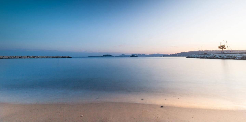 Vue depuis la plage du Cap d'Antibes beach hotel