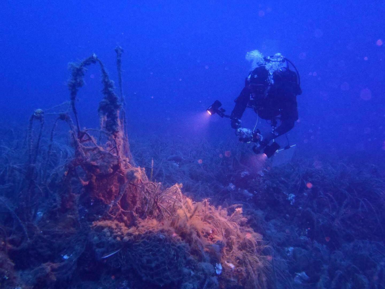 Intervention sur un filet fantôme près du cap Ferrat par près de 30 mètres de fond.