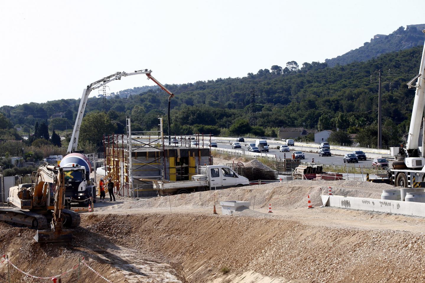 37,6 millions d'euros, c'est le coût de la construction du nouvel échangeur d'Ollioules-Sanary, co-financée par Vinci Autoroutes (42%), le conseil départemental du Var (29%), la Métropole Toulon Provence Méditerranée (16%) et la communauté d'agglomération Sud Sainte Baume (13%).