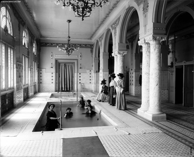 En 1908, on se baignait tout habillées.