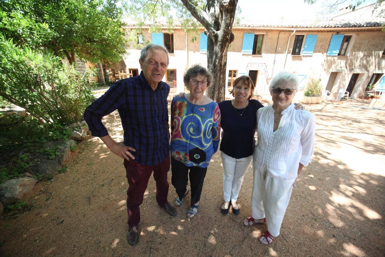 """Françoise et Louis Clavier ont créé un """"habitat participatif: ils partagent leur bastide à Lorgues, pour briser l'isolement."""