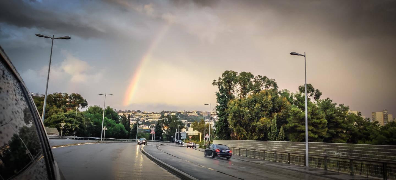 Un arc-en-ciel près de l'aéroport de Nice.