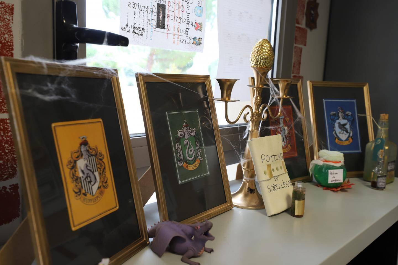 A la vie scolaire, dans le bureau de la conseillère principale d'éducation, au foyer (bientôt baptisé grenier), les décorations s'affichent. Elles ont été réalisées par les élèves  et adultes de l'établissement.