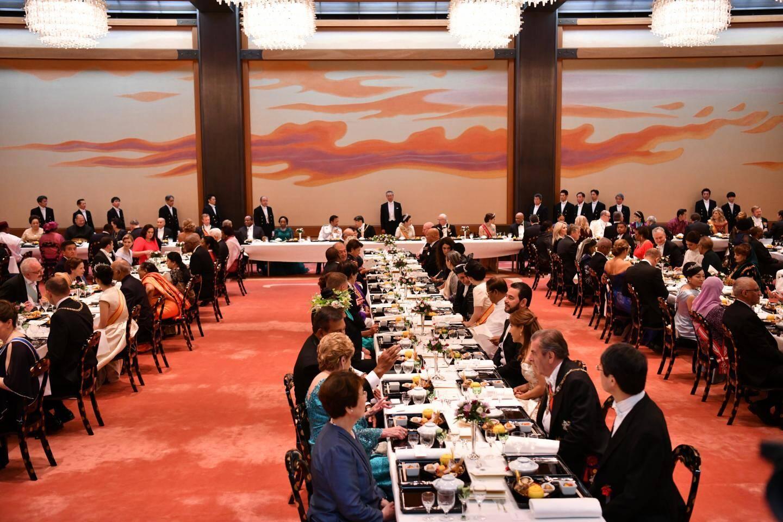 Après les cérémonies, un banquet était offert par l'empereur et l'impératrice au Palais impérial.