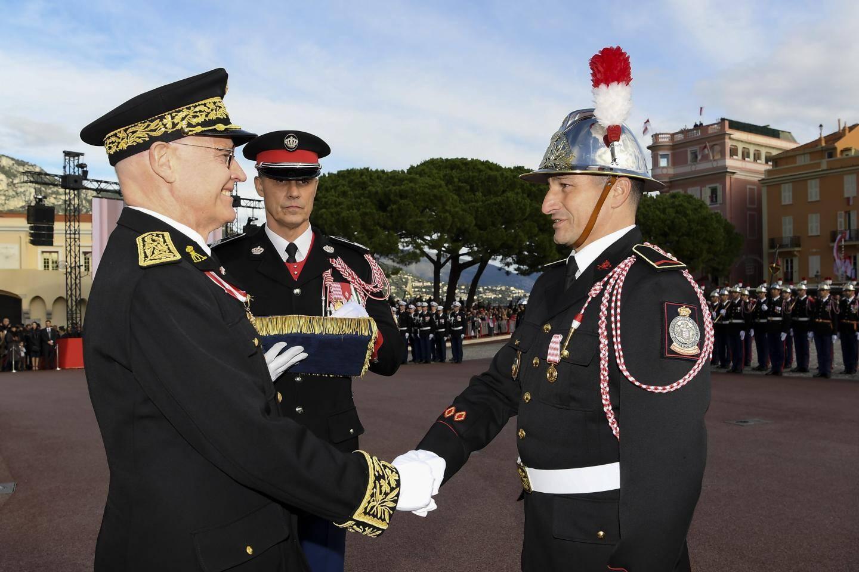 Pompiers et carabiniers décorés lundi au Grimaldi Forum.