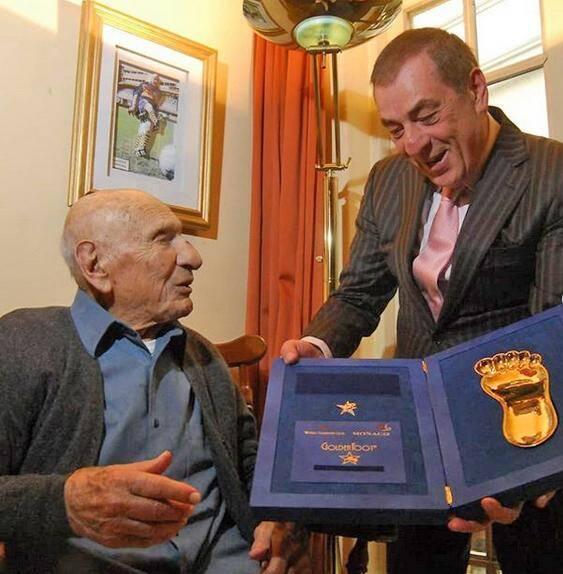 L'Argentin a été distingué à 101 ans.