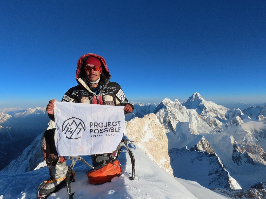 L'alpiniste népalais Nirmal Purja le 18 juillet 2019  en haut du sommet Gasherbrum II